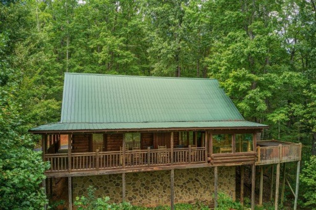 Photo of a Gatlinburg Cabin named Black Bear Magic - This is the third photo in the set.