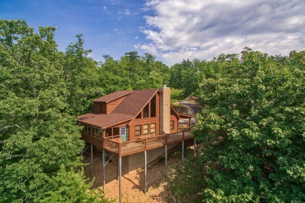 Photo of a Pigeon Forge Cabin named Cabin In The Clouds - This is the second photo in the set.