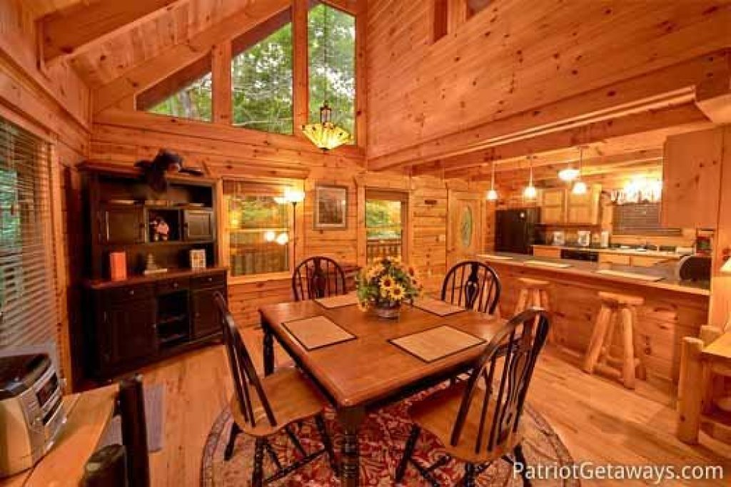Photo of a Gatlinburg Cabin named Black Bear Magic - This is the seventh photo in the set.