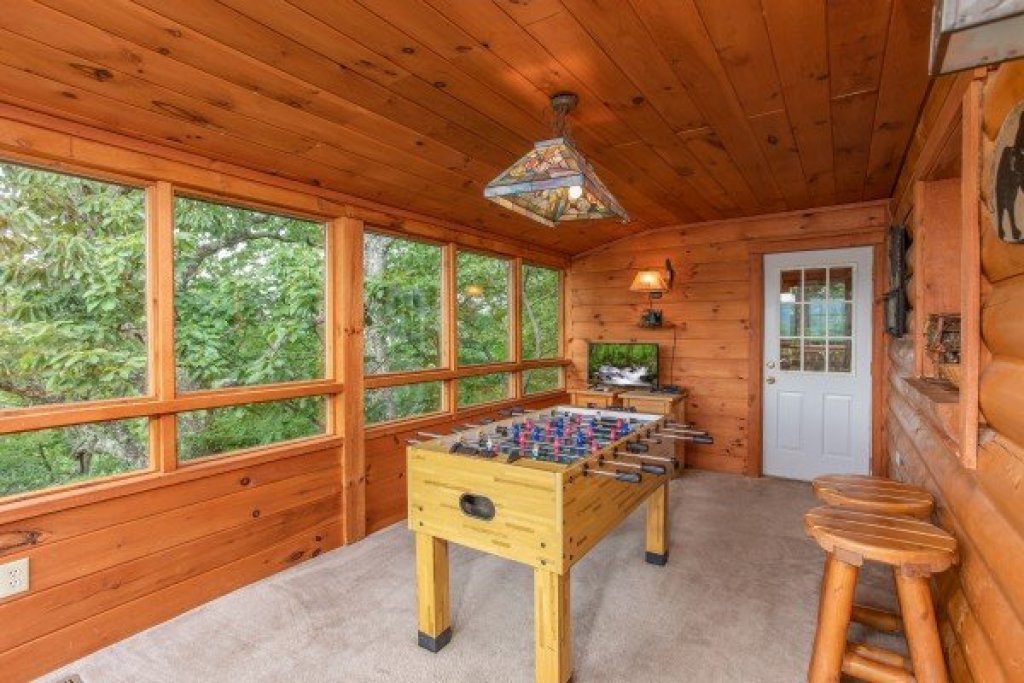 Photo of a Pigeon Forge Cabin named Cabin In The Clouds - This is the twelfth photo in the set.
