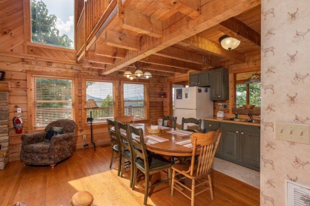 Photo of a Pigeon Forge Cabin named Cabin In The Clouds - This is the eighth photo in the set.