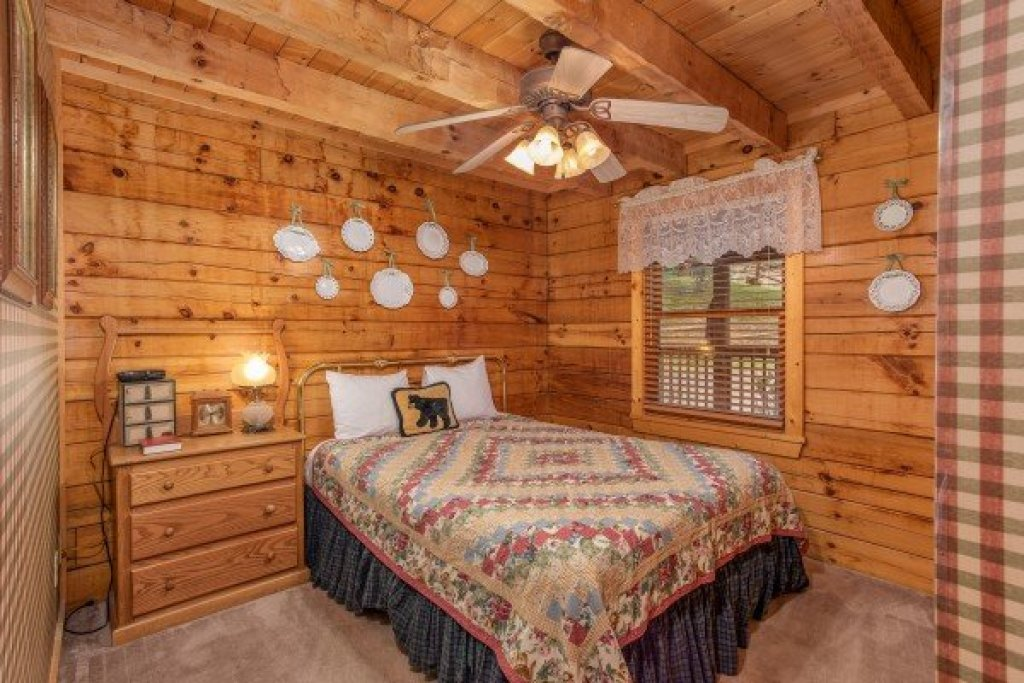Photo of a Pigeon Forge Cabin named Cabin In The Clouds - This is the ninth photo in the set.