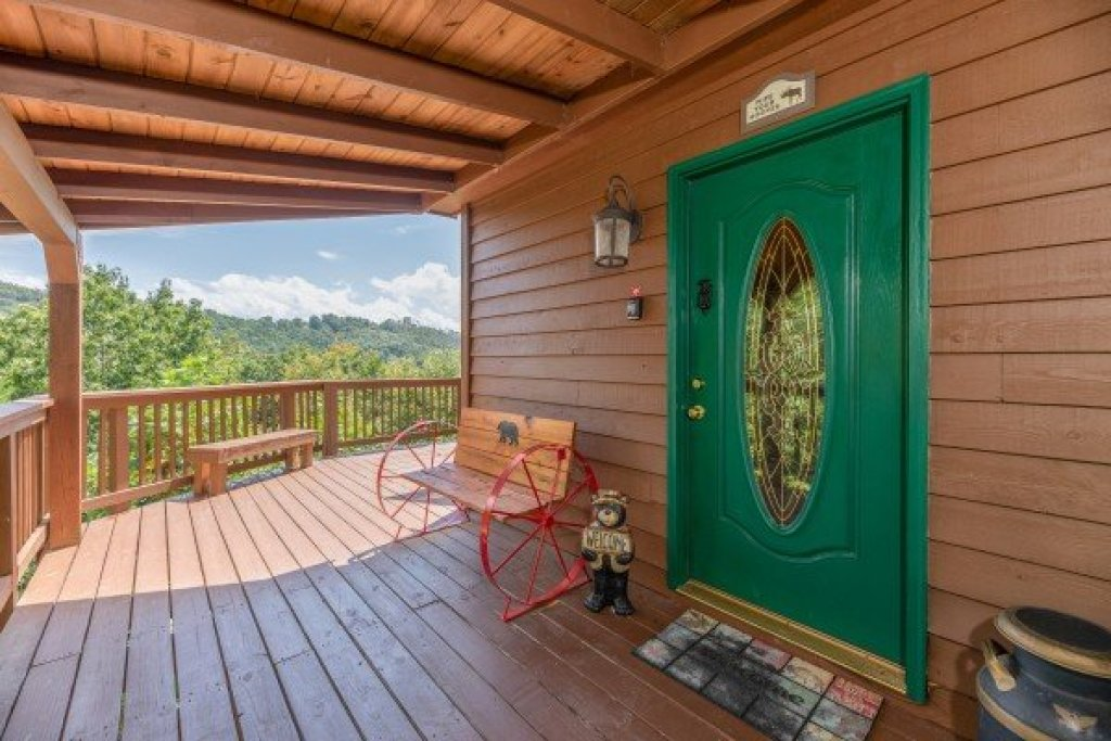 Photo of a Pigeon Forge Cabin named Bearing Views - This is the eighth photo in the set.