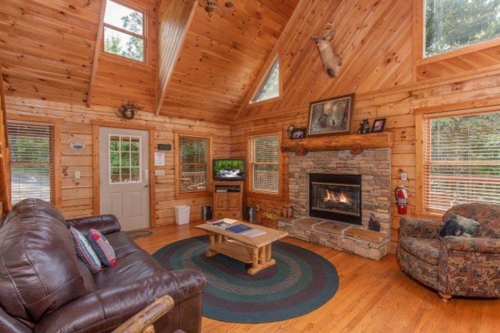 Photo of a Pigeon Forge Cabin named Cabin In The Clouds - This is the fifth photo in the set.