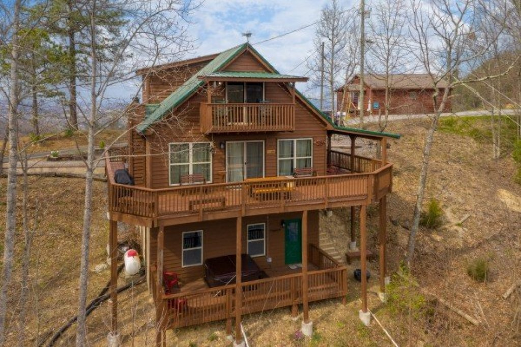 Photo of a Pigeon Forge Cabin named Bearing Views - This is the fourth photo in the set.