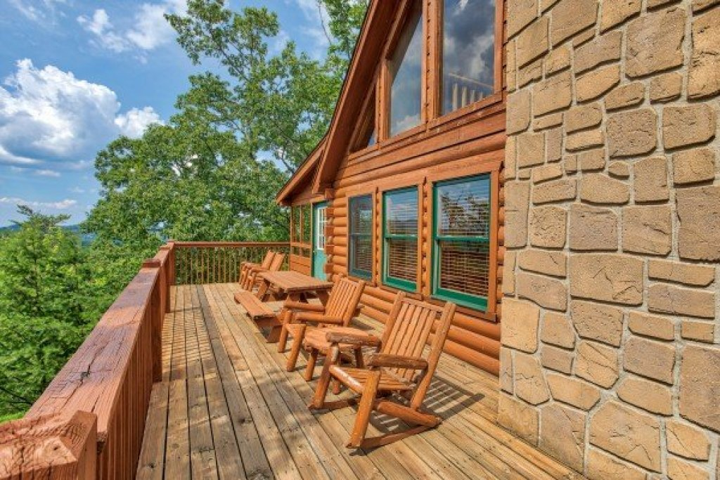 Photo of a Pigeon Forge Cabin named Cabin In The Clouds - This is the first photo in the set.