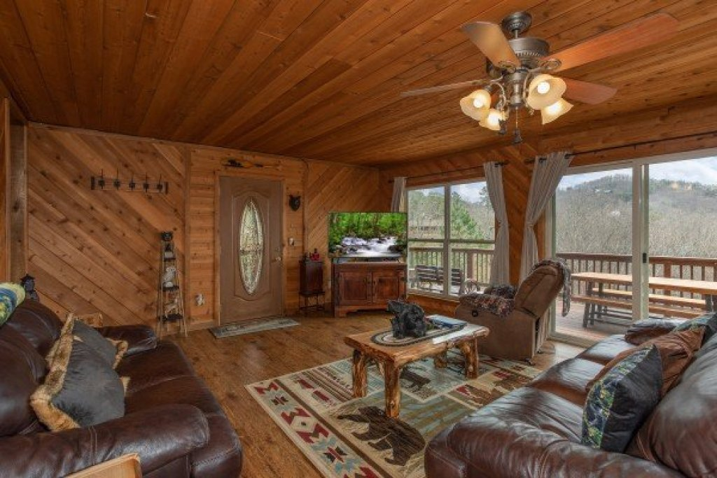 Photo of a Pigeon Forge Cabin named Bearing Views - This is the tenth photo in the set.