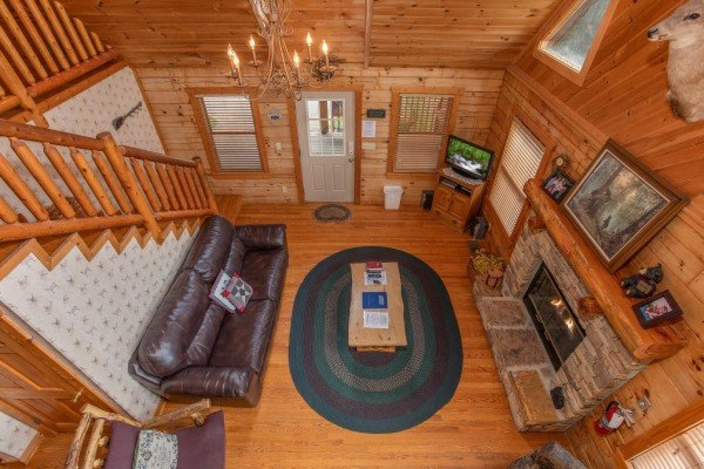 Photo of a Pigeon Forge Cabin named Cabin In The Clouds - This is the fourteenth photo in the set.
