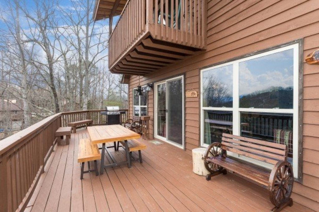 Photo of a Pigeon Forge Cabin named Bearing Views - This is the fourteenth photo in the set.