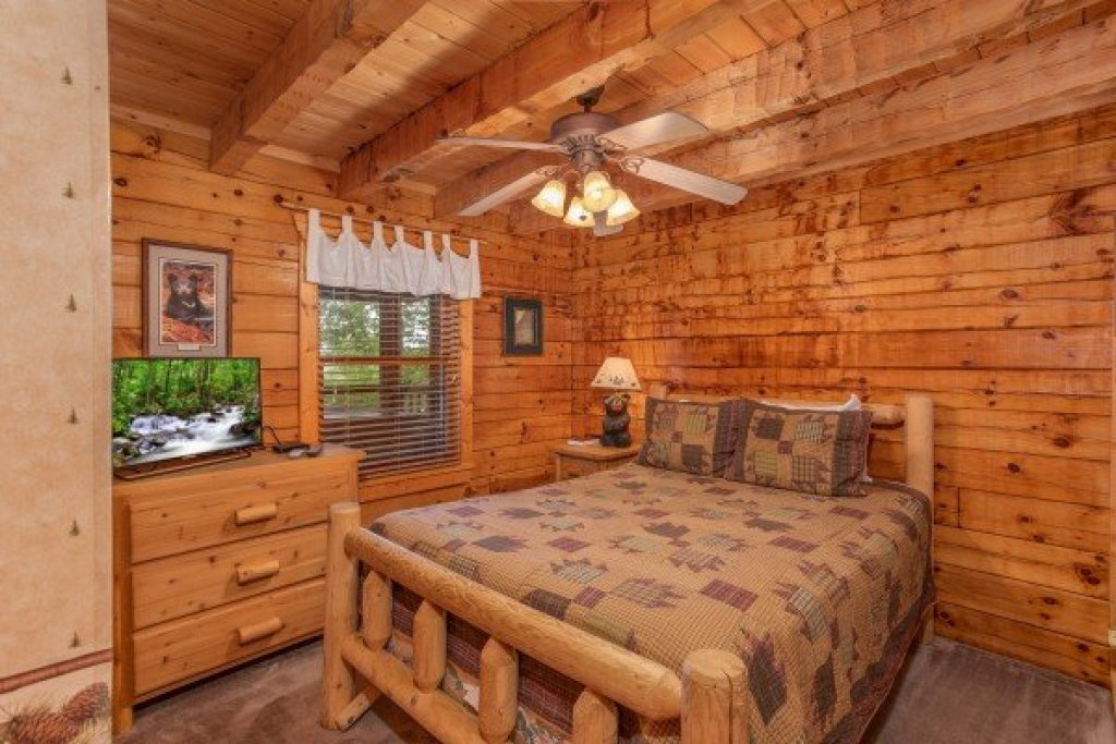 Photo of a Pigeon Forge Cabin named Cabin In The Clouds - This is the eleventh photo in the set.