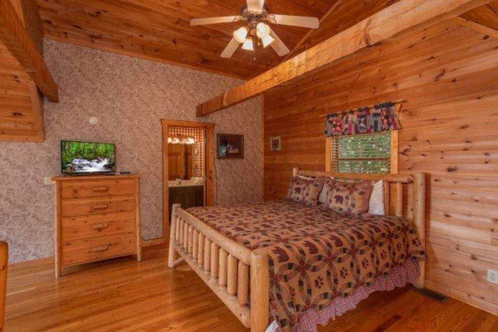 Photo of a Pigeon Forge Cabin named Cabin In The Clouds - This is the fifteenth photo in the set.