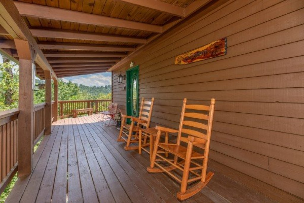 Photo of a Pigeon Forge Cabin named Bearing Views - This is the sixth photo in the set.