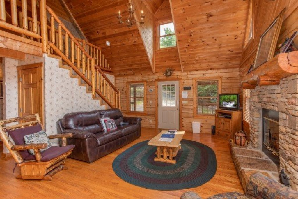 Photo of a Pigeon Forge Cabin named Cabin In The Clouds - This is the sixth photo in the set.