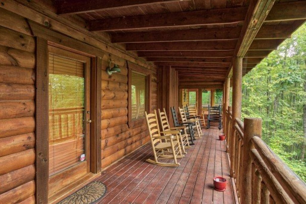 Photo of a Gatlinburg Cabin named Black Bear Magic - This is the nineteenth photo in the set.