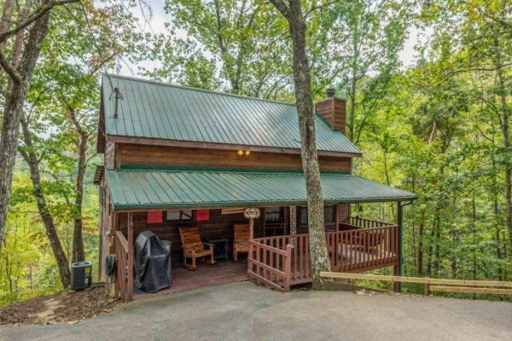 Photo of a Sevierville Cabin named Misty Mountain Sunrise - This is the third photo in the set.