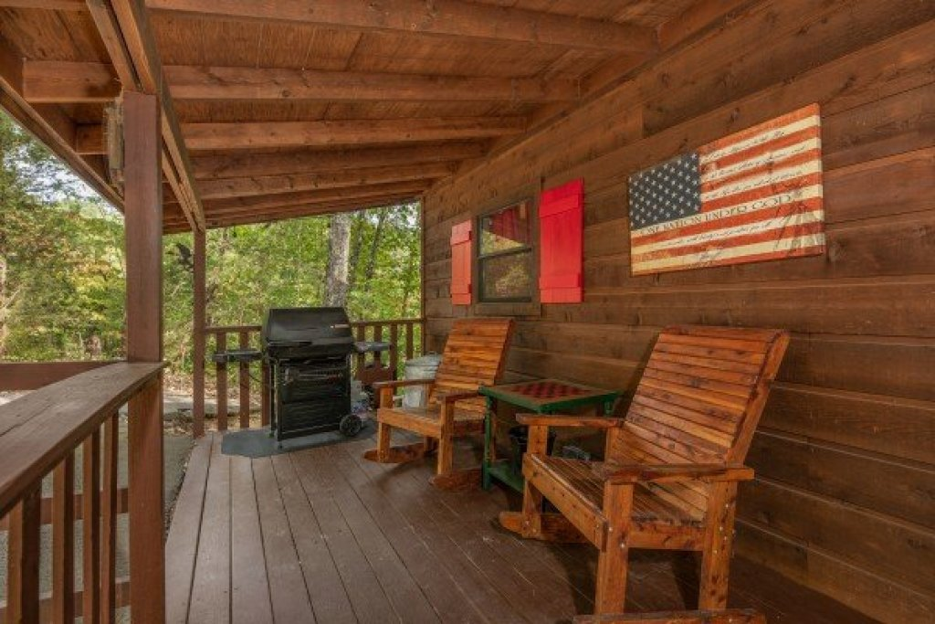 Photo of a Sevierville Cabin named Misty Mountain Sunrise - This is the fourth photo in the set.