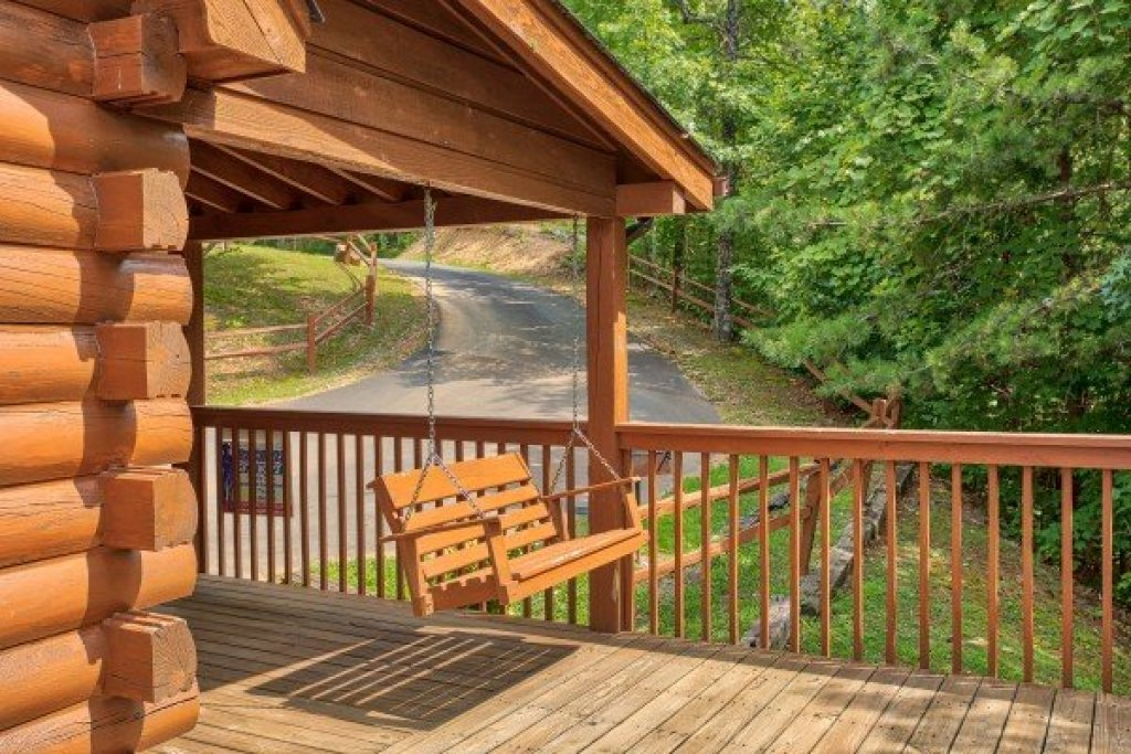 Photo of a Pigeon Forge Cabin named Cabin In The Clouds - This is the seventeenth photo in the set.