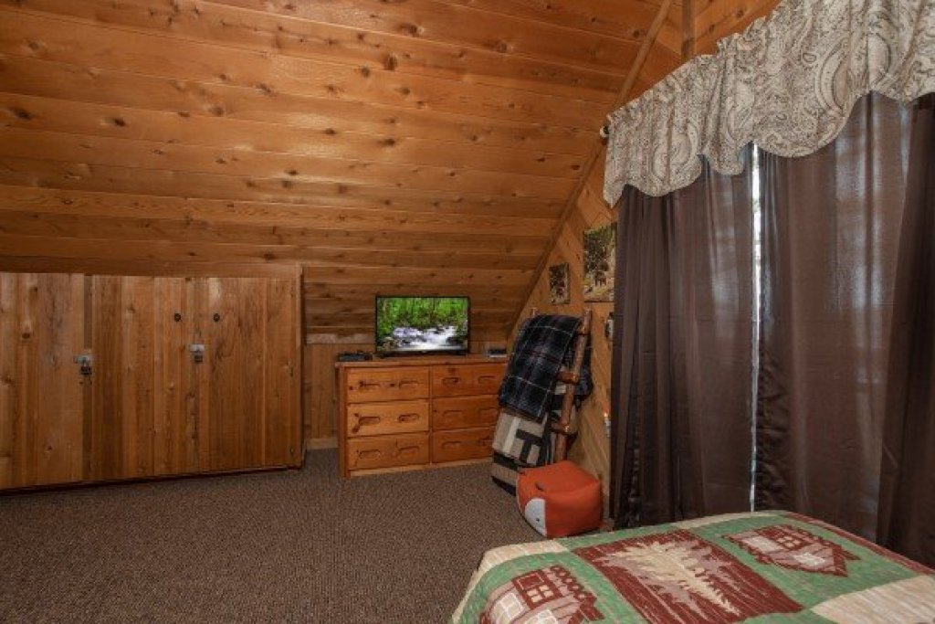 Photo of a Pigeon Forge Cabin named Bearing Views - This is the thirty-first photo in the set.