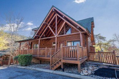 A 5 Bedroom, 4 Bath Luxury Cabin For 14 With A Great Game Loft, Easy To Access.