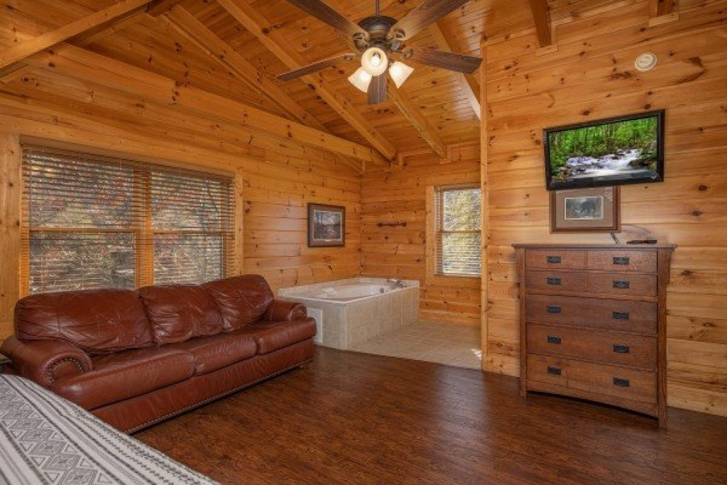Photo of a Sevierville Cabin named Loving Every Minute - This is the nineteenth photo in the set.