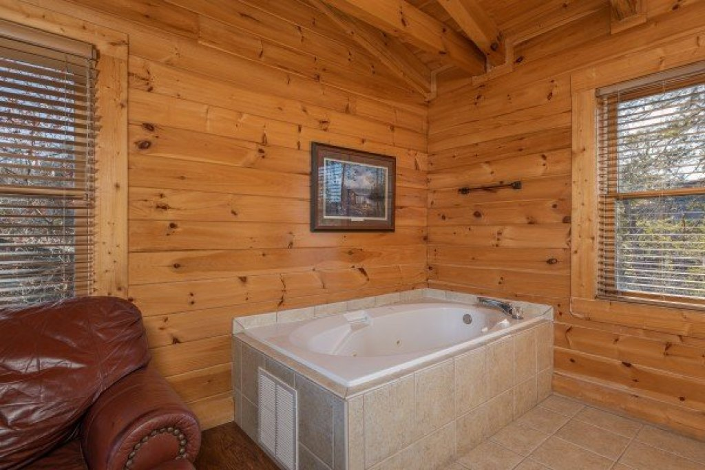 Photo of a Sevierville Cabin named Loving Every Minute - This is the twentieth photo in the set.