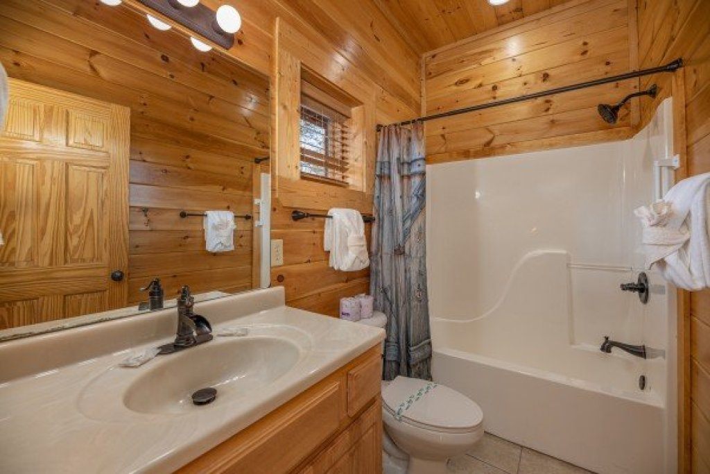 Photo of a Sevierville Cabin named Loving Every Minute - This is the twenty-first photo in the set.