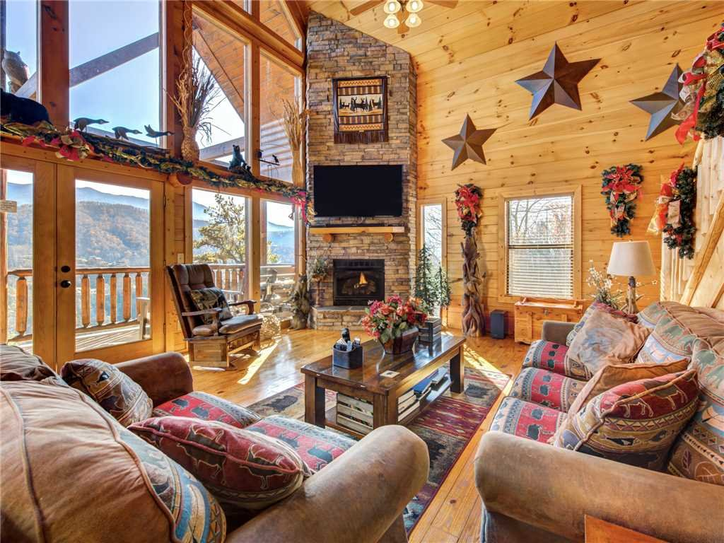 Photo of a Gatlinburg Cabin named Bear's Eye View - This is the third photo in the set.