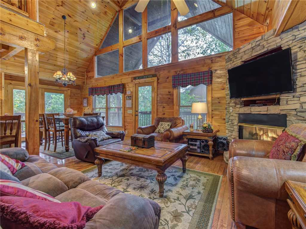 Photo of a Pigeon Forge Cabin named Mountain Flower - This is the first photo in the set.