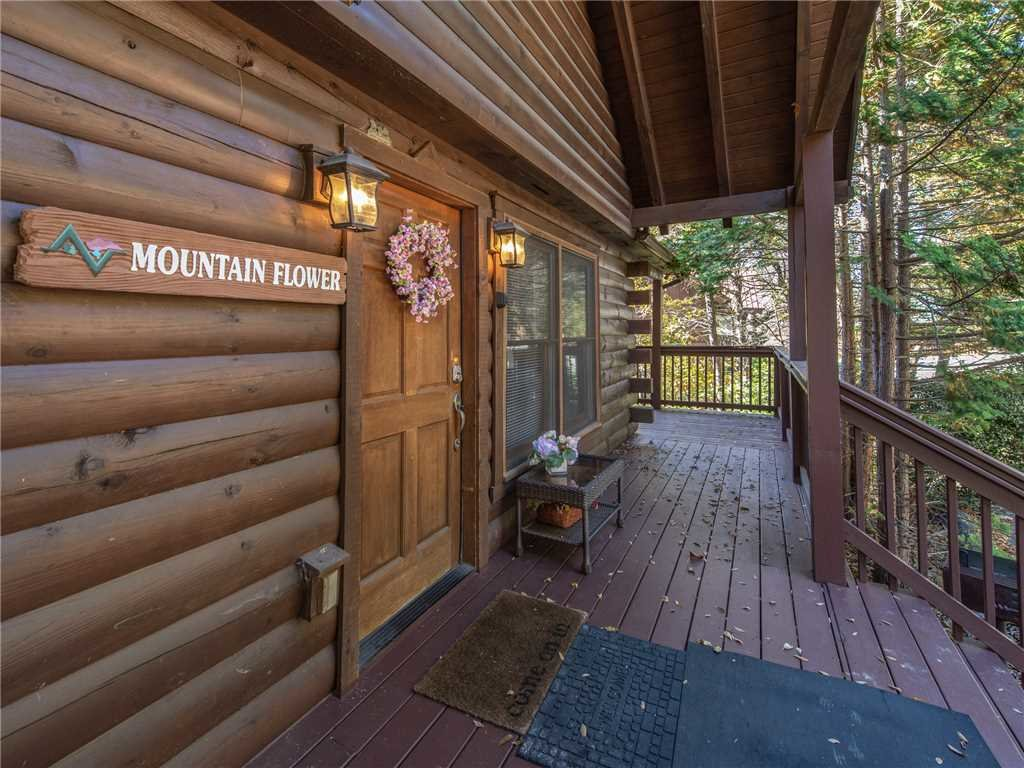 Photo of a Pigeon Forge Cabin named Mountain Flower - This is the twenty-ninth photo in the set.