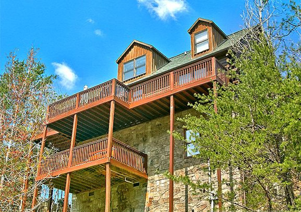 Photo of a Pigeon Forge Cabin named Mountain Flower - This is the thirty-second photo in the set.