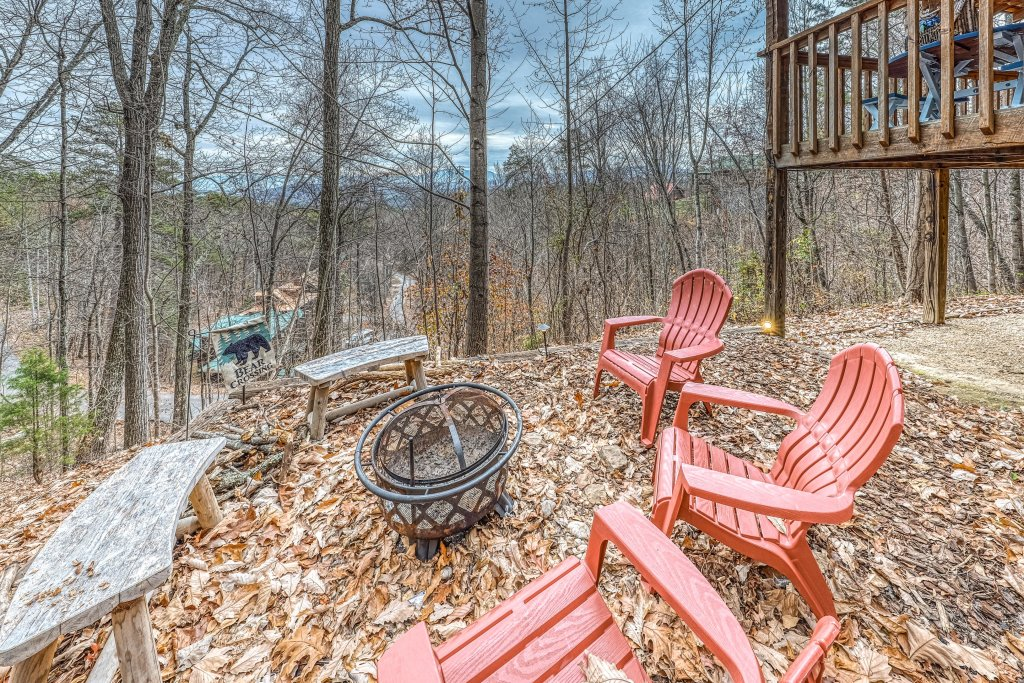 Photo of a Sevierville Cabin named Black Bear's Bluff - This is the fourth photo in the set.