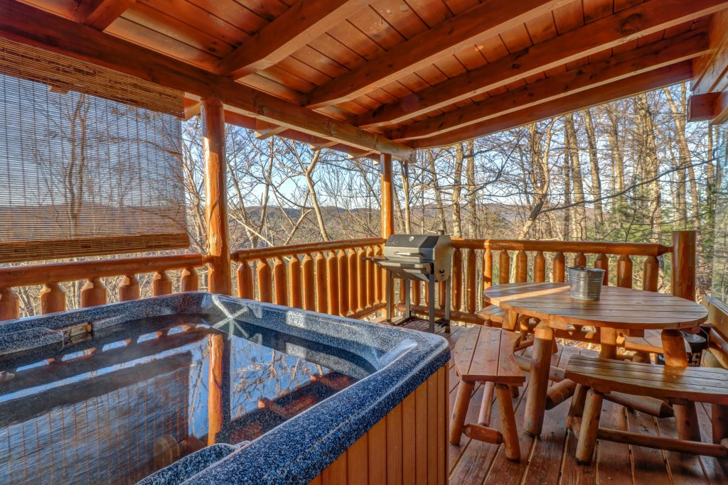 Photo of a Sevierville Cabin named Majestic View - Main Home - This is the second photo in the set.