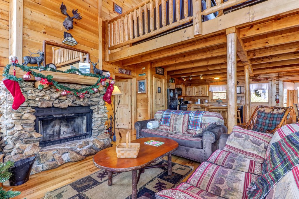 Photo of a Sevierville Cabin named Majestic View - Main Home - This is the fourth photo in the set.