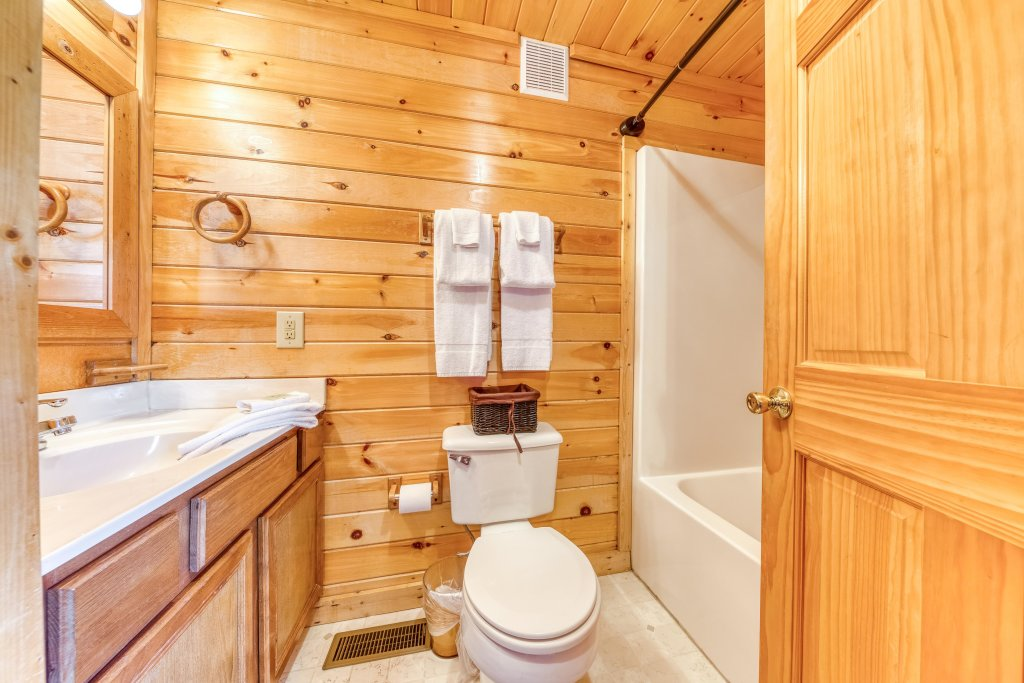Photo of a Sevierville Cabin named Southern Charms - This is the twenty-first photo in the set.