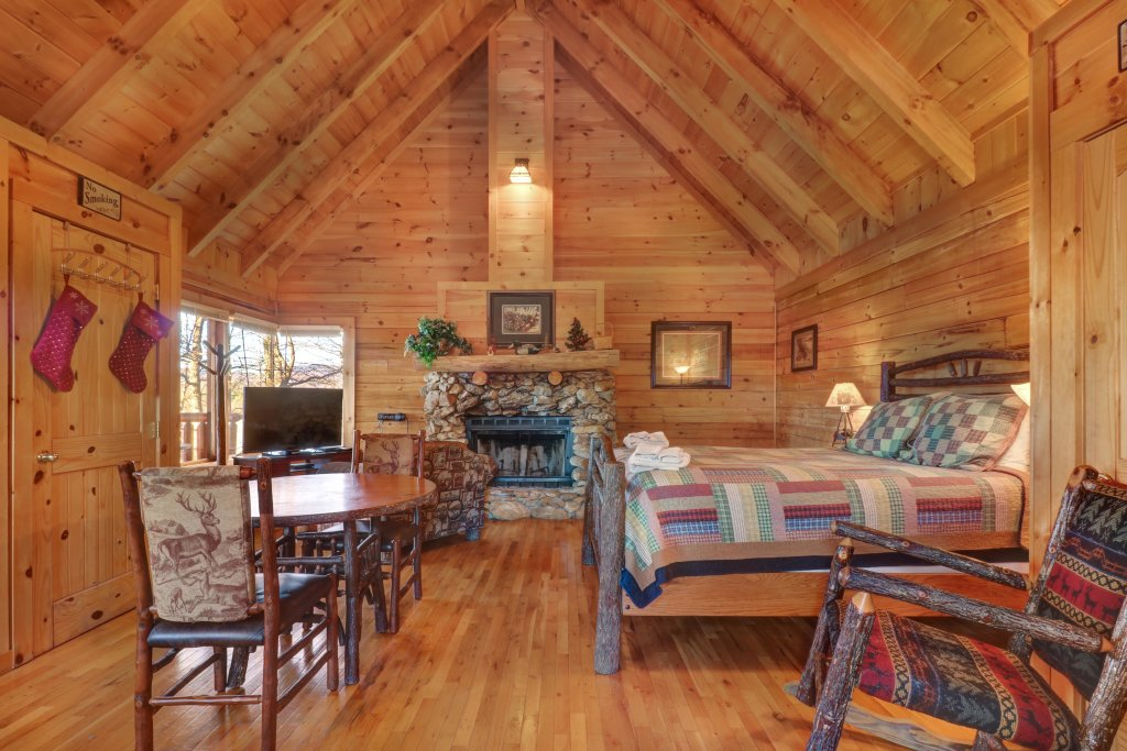 Photo of a Sevierville Cabin named Majestic View - Main Home - This is the seventh photo in the set.