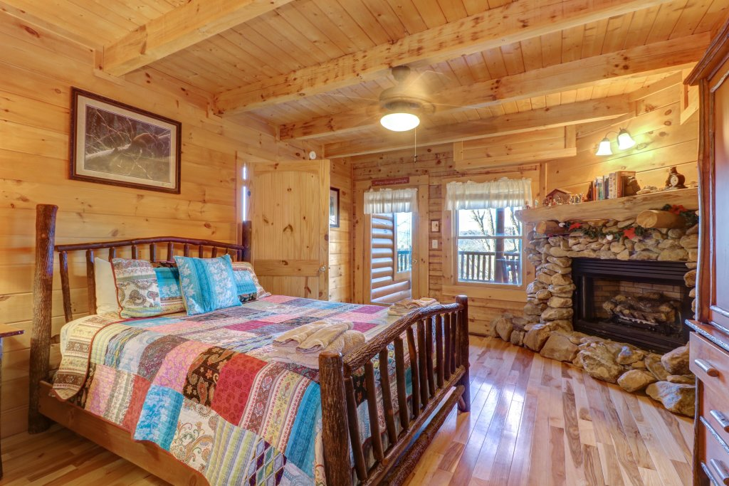 Photo of a Sevierville Cabin named Majestic View - Main Home - This is the eighteenth photo in the set.