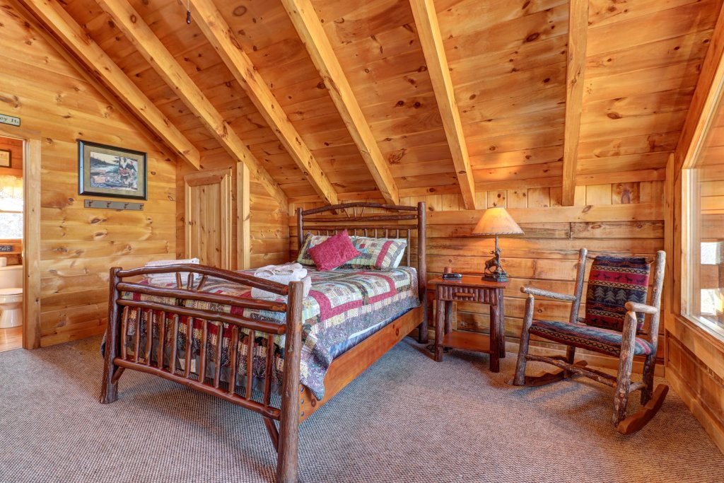 Photo of a Sevierville Cabin named Majestic View - Main Home - This is the twentieth photo in the set.