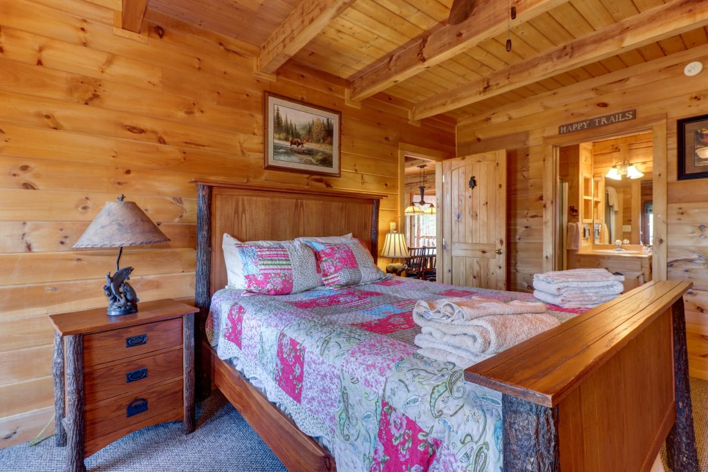 Photo of a Sevierville Cabin named Majestic View - Main Home - This is the fourteenth photo in the set.