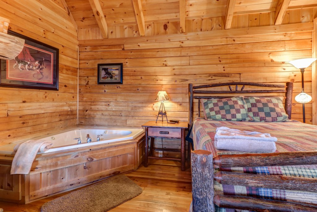 Photo of a Sevierville Cabin named Majestic View - Main Home - This is the twenty-eighth photo in the set.