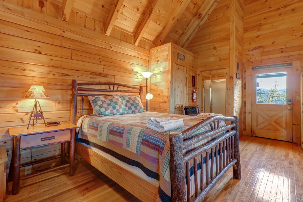 Photo of a Sevierville Cabin named Majestic View - Main Home - This is the twenty-ninth photo in the set.