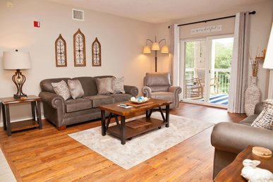 Remodeled Into A Modern Farmhouse Vacation Rental! Affordable And Clean!