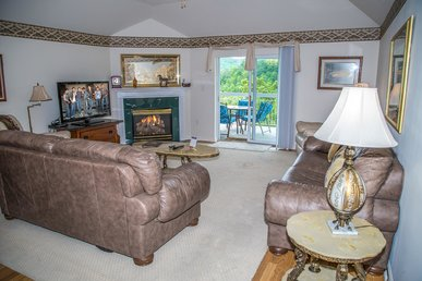 Unbeatable Mtn View! King Beds, Jacuzzi, Full Kitchen, Indoor Pool, 4 Br
