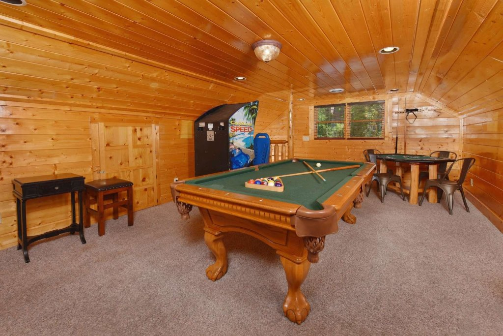 Photo of a Pigeon Forge Cabin named April Mist - This is the sixteenth photo in the set.