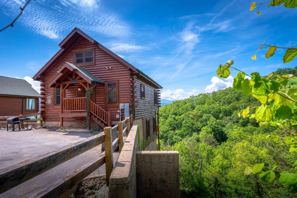 Photo of a Pigeon Forge Cabin named April Mist - This is the second photo in the set.