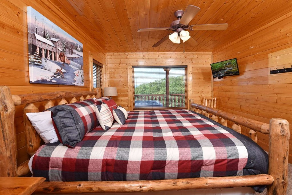 Photo of a Pigeon Forge Cabin named April Mist - This is the twenty-third photo in the set.