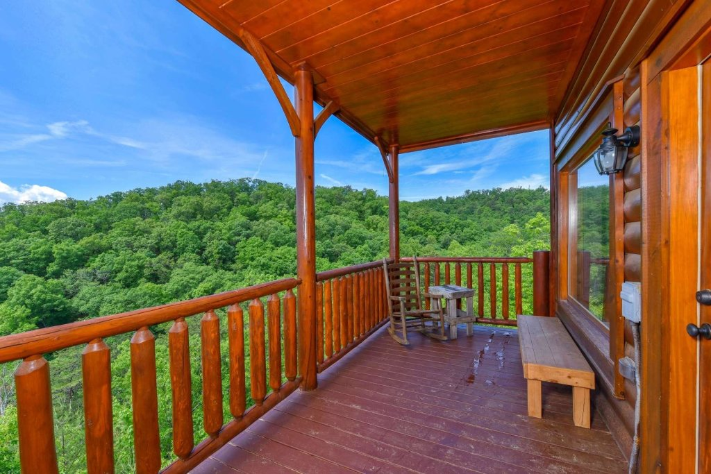 Photo of a Pigeon Forge Cabin named April Mist - This is the twenty-eighth photo in the set.