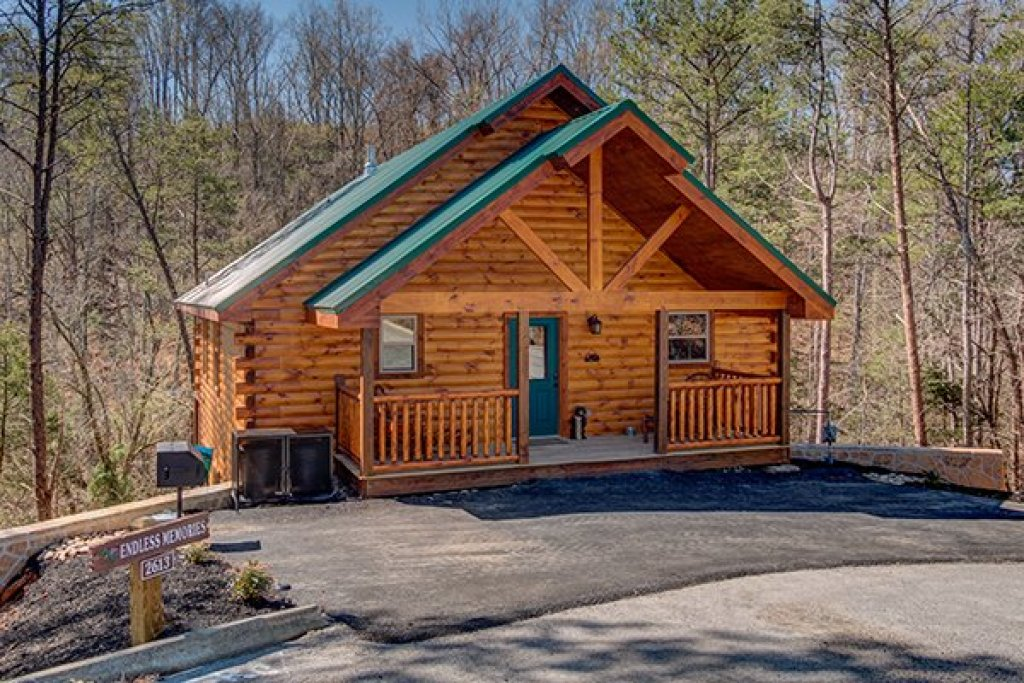 Photo of a Pigeon Forge Cabin named Endless Memories - This is the first photo in the set.