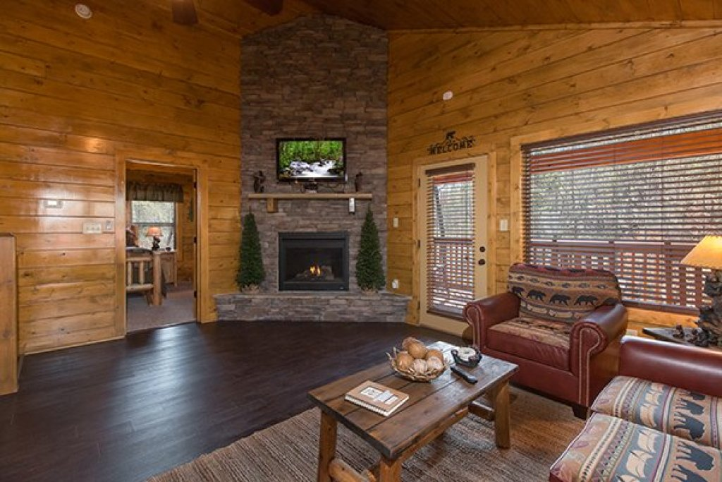 Photo of a Pigeon Forge Cabin named Endless Memories - This is the third photo in the set.