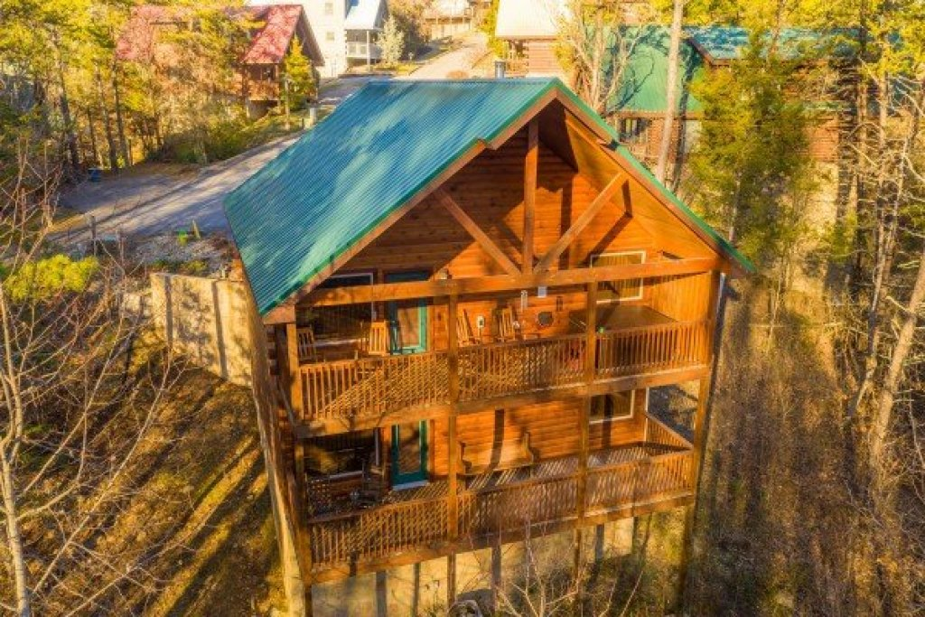 Photo of a Pigeon Forge Cabin named Endless Memories - This is the second photo in the set.