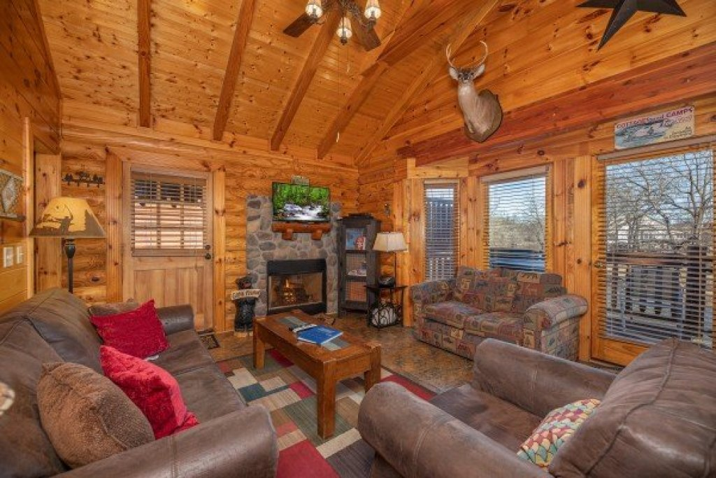 Photo of a Pigeon Forge Cabin named Gone Fishin' - This is the fifth photo in the set.
